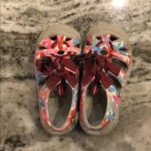 Baby girl Keens size 5